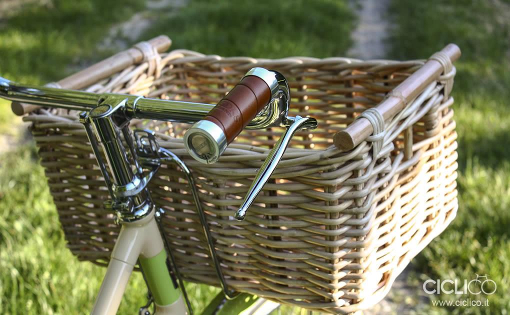 ciclico, crema, pistacchio, bianchi, freni a bacchetta, cestino bici, vimini, bici donna, restauro bici, brooks, sella brooks, manopole brooks