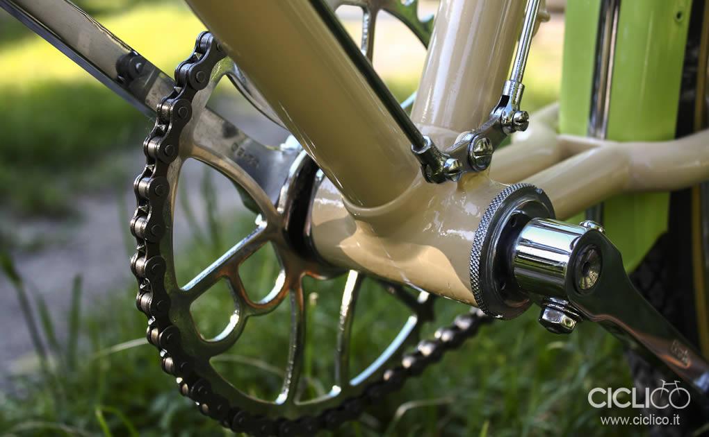 ciclico, crema, pistacchio, bianchi, freni a bacchetta, cestino bici, vimini, bici donna, restauro bici, brooks, sella brooks