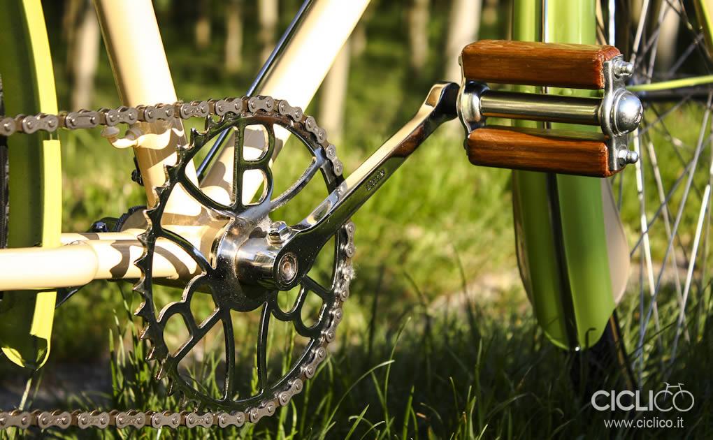 ciclico, crema, pistacchio, bianchi, freni a bacchetta, cestino bici, vimini, bici donna, restauro bici, brooks, sella brooks, pedali di legno