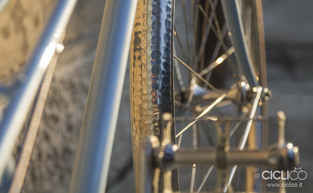 Fata La Parisienne woman city bike singlespeed parafanghi martellati hammered fenders Velo Orange