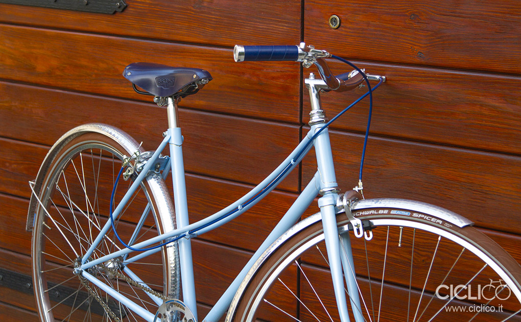 Fata La Parisienne woman city bike singlespeed Brooks saddle slender grips