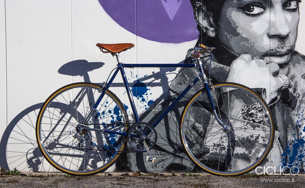 bici da città, urban bike, manubrio in legno, officine milani firenze, brooks, leve freno dia compe
